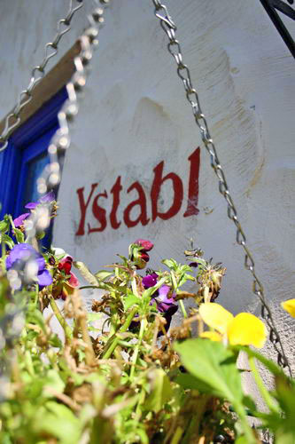 Y Stabl sign and flowers2